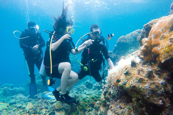 eagle_point_anilao_beach_resort_scuba_diving_04