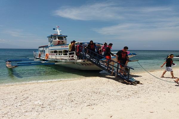 eagle_point_resort_beach_in_batangas_bk_philippines_inc_04