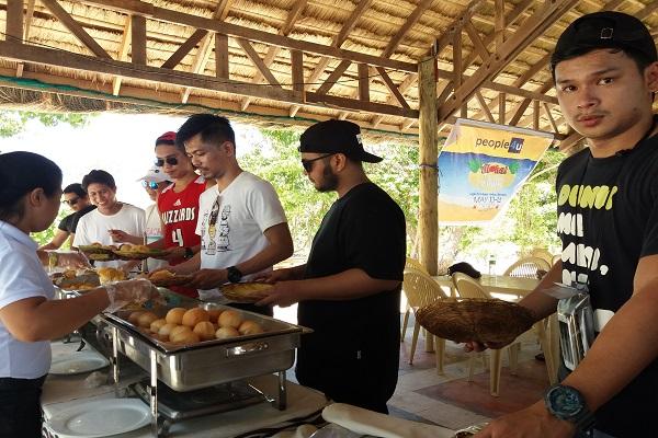 people_4u_in_eaglepoint_batangas_beach_resort_anilao_04